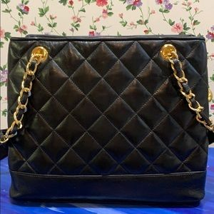 NWOT Ashneil Quilted Leather Gold Chain Bag